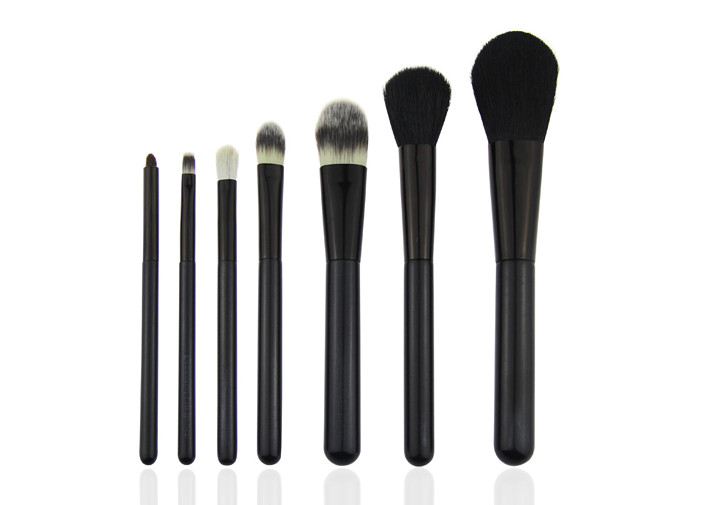 Smoky Brush Wooden Handle Travel Makeup Brush Set 7 pcs White Nylon Hair