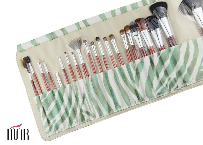 Full Foundational Makeup Brush Kits With Green Pu Leather  And Long Rope